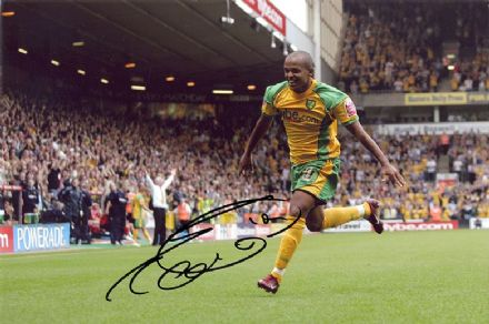 Robert Earnshaw, Norwich City & Wales, signed 12x8 inch photo.